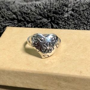 Sterling Silver Floral Heart Ring Size 8